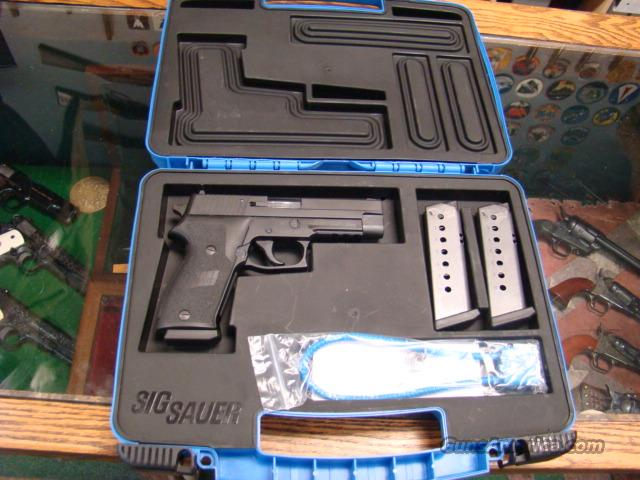 SIG SAUER 220 R 45 ACP MINT IN BOX WITH 3 MAGS   Guns > Pistols > Sig - Sauer/Sigarms Pistols > P220