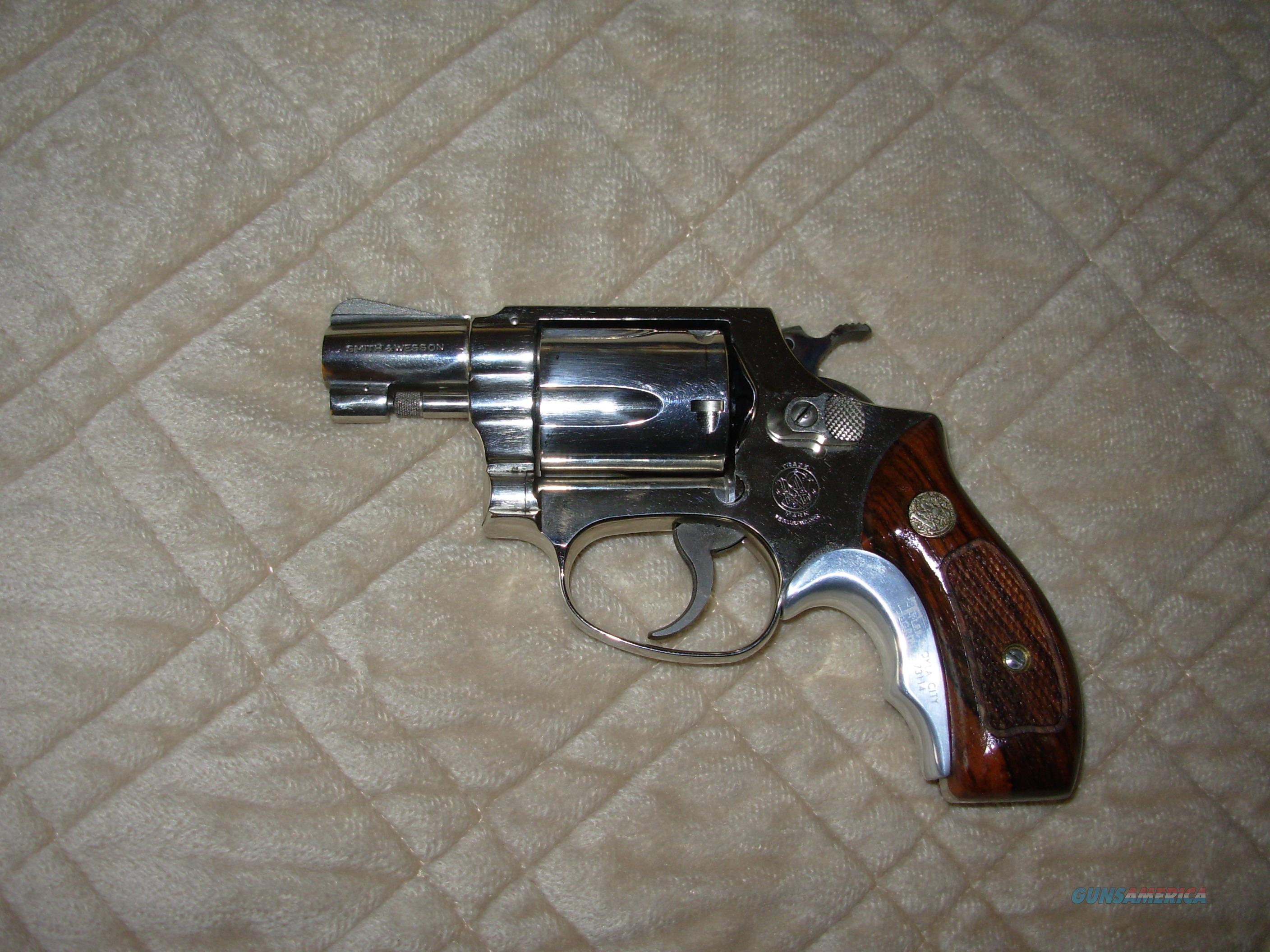 EARLY MOD. 37 AIR WEIGHT NICKEL FINISH  Guns > Pistols > Smith & Wesson Revolvers > Small Frame ( J )