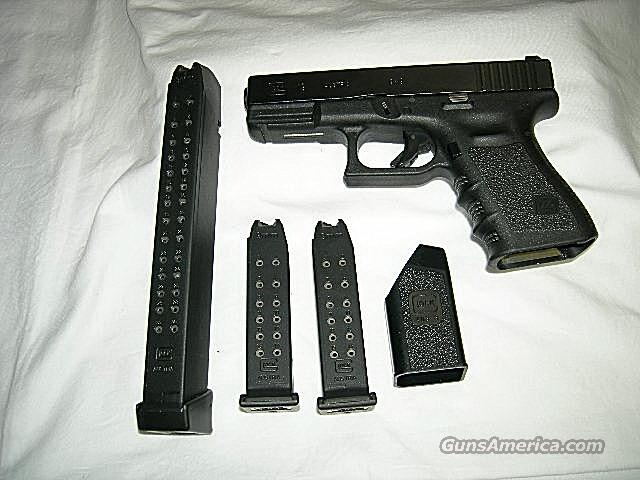 GLOCK 19  9MM NIGHT SITE 31RD PISTOL ***USED***  Guns > Pistols > Glock Pistols > 19