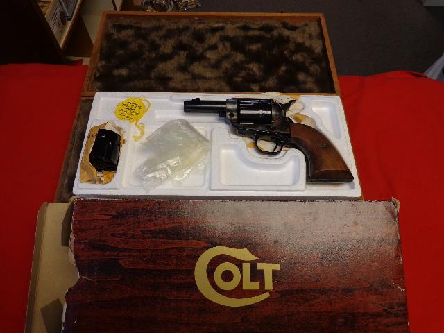 COLT SHERIFFS MODEL 44/40 WITH 44 SP CYL  Guns > Pistols > Colt Single Action Revolvers - 3rd Gen.