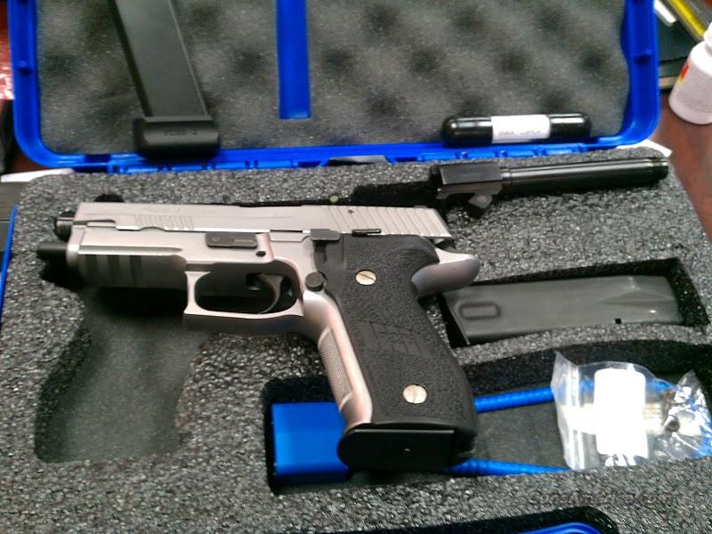 Sig P226 Stainless Elite 9mm with Threaded Barrel & Extras!!  Guns > Pistols > Sig - Sauer/Sigarms Pistols > P226