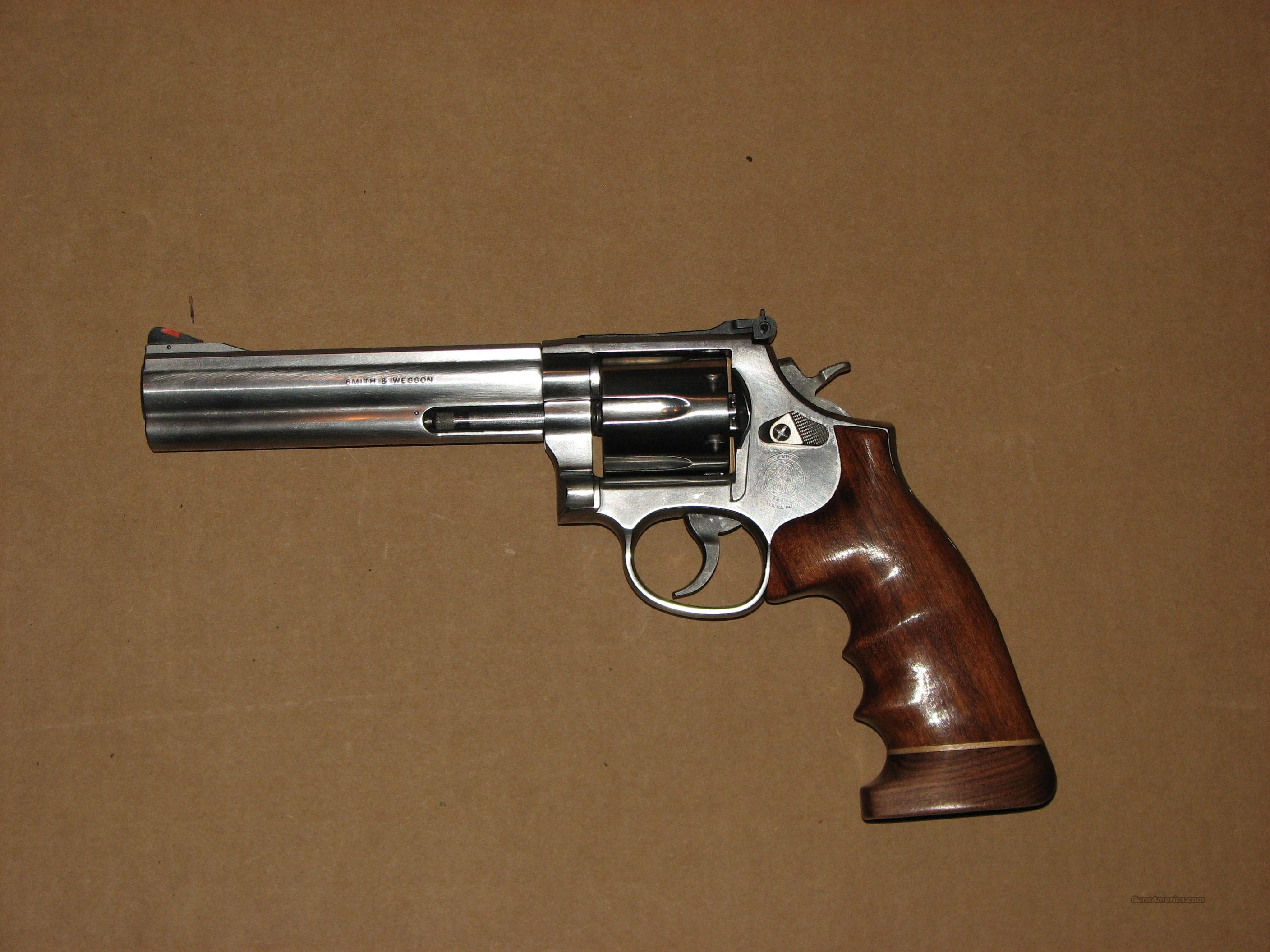 "Smith and Wesson model 686 6"" barrel 6 shot, custom grip  Guns > Pistols > Smith & Wesson Revolvers > Full Frame Revolver"