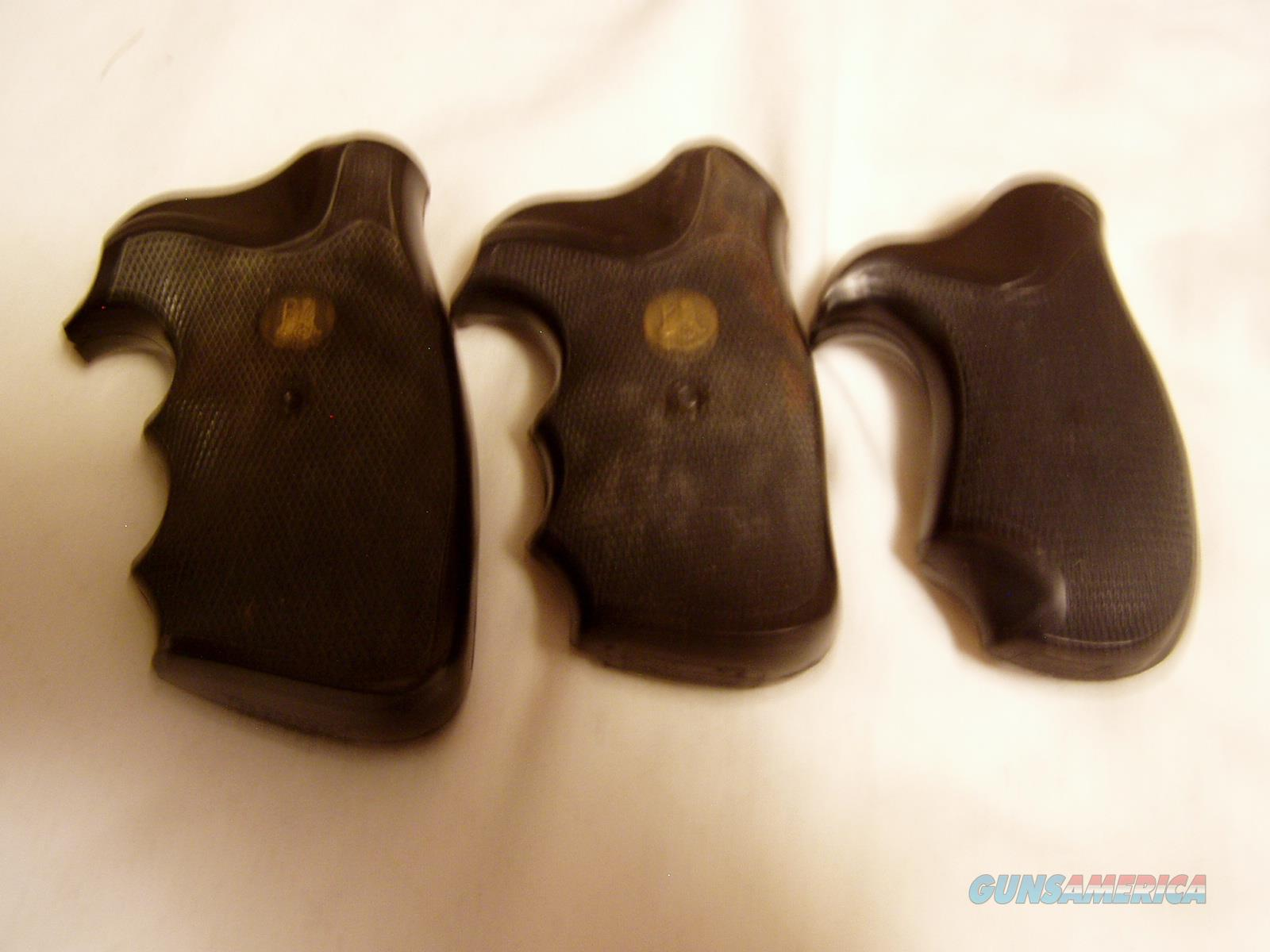 2  PAIR PACHMYERS  PRESENTATION COLT D FRAME GRIPS  1 PRESENTATION COMPAC  WITH OUT PACHMYERS GRIP MEDALION  1 PAIR ( THE BIGEST LOOKING ONE )  MARKED COLT I   2  FRAME $ 59.00  Non-Guns > Gunstocks, Grips & Wood