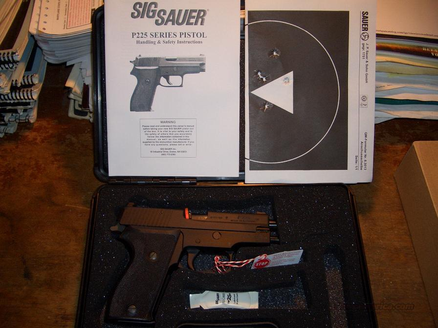 SIG SAUER P-225 CLASSIC  Guns > Pistols > Sig - Sauer/Sigarms Pistols > Other