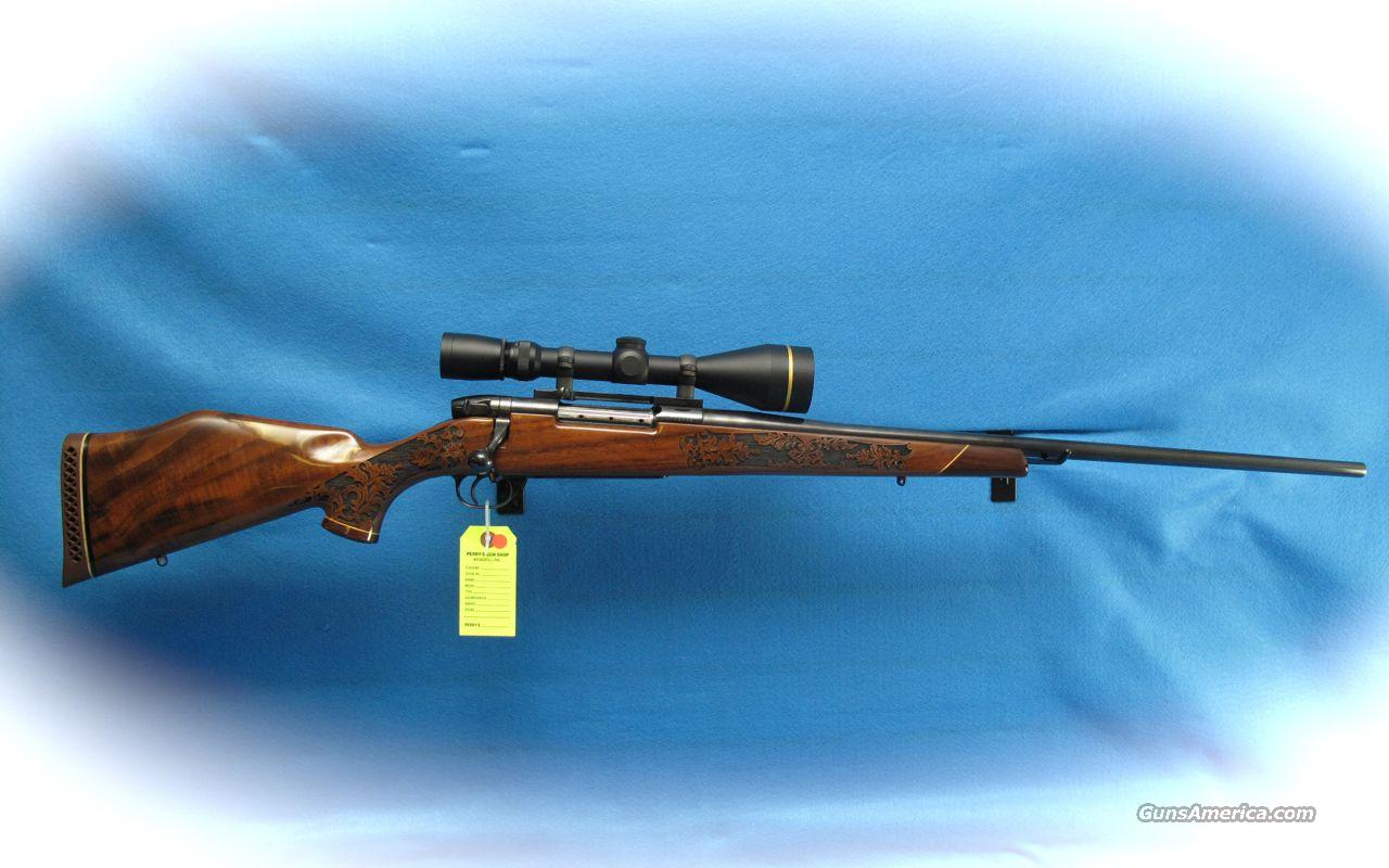 Weatherby Mark V Bolt Action Rifle 300 Weatherby Mag Caliber with Leupold Scope **Like New**  Guns > Rifles > Weatherby Rifles > Sporting