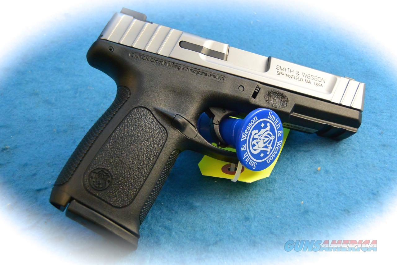 Smith & Wesson SD40VE .40 S&W Cal Pistol **New**  Guns > Pistols > Smith & Wesson Pistols - Autos > Polymer Frame