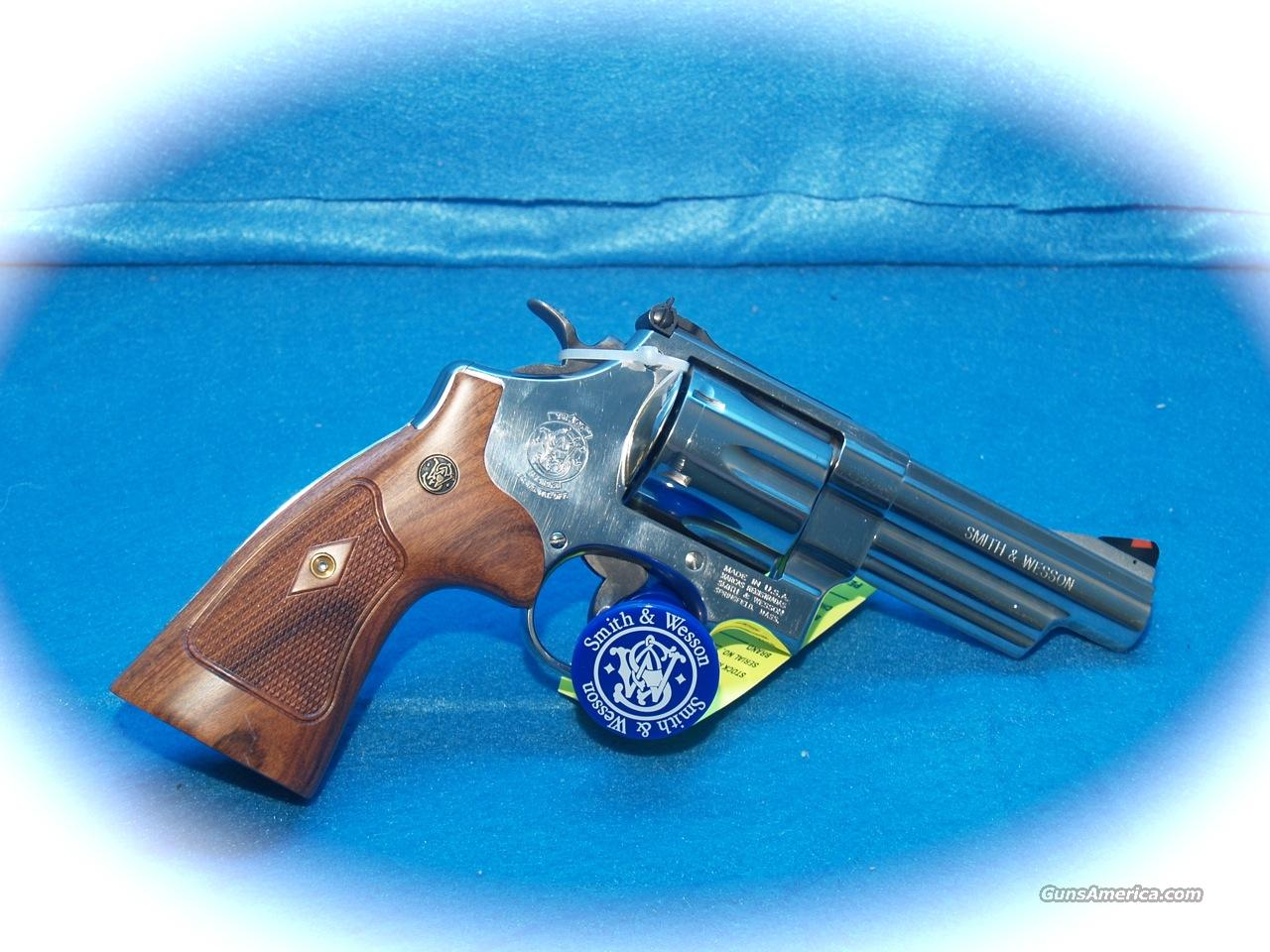 "Smith & Wesson Model 29 Nickel ""Classics Line""  Guns > Pistols > Smith & Wesson Revolvers > Full Frame Revolver"