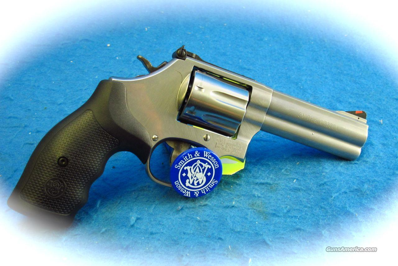 Smith & Wesson Model 686 Plus 4 Inch BBl SS Revolver **New**  Guns > Pistols > Smith & Wesson Revolvers > Full Frame Revolver