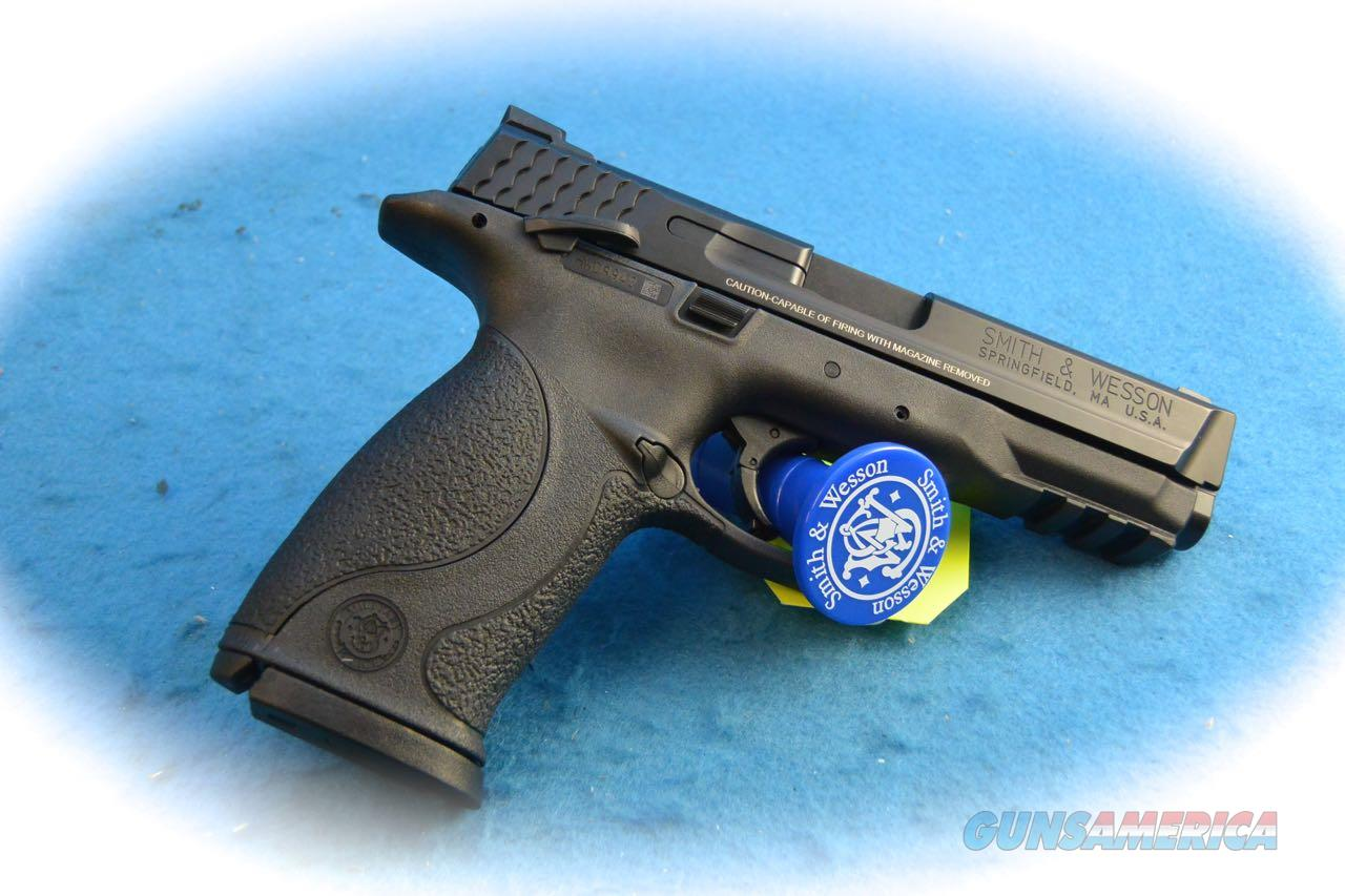 Smith & Wesson M&P40 Full Size .40S&W Cal Pistol  W/ TS **New**  Guns > Pistols > Smith & Wesson Pistols - Autos > Polymer Frame