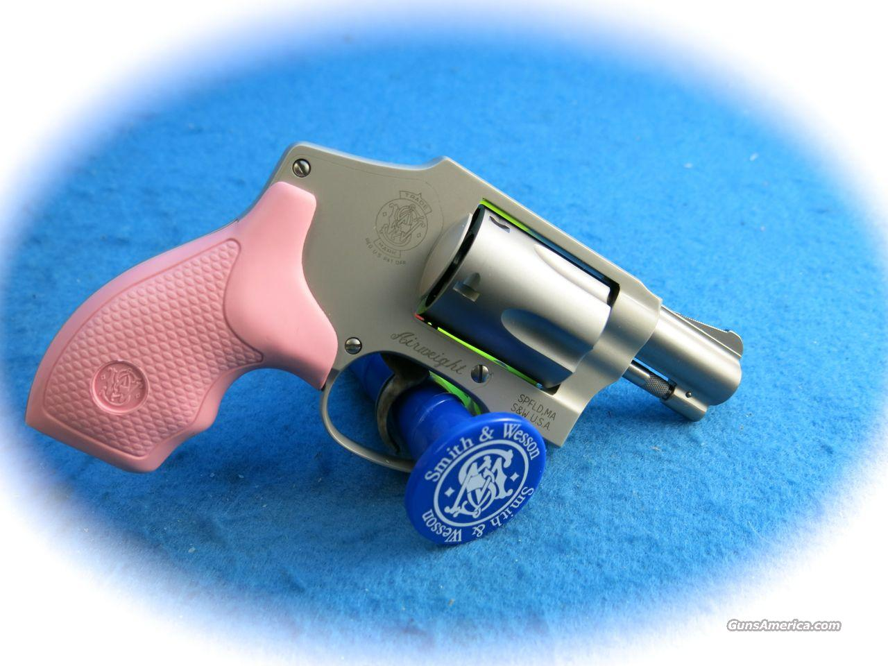 Smith & Wesson Model 642 .38 Spl Airweight w/Pink & Blk Grips **New**  Guns > Pistols > Smith & Wesson Revolvers > Pocket Pistols