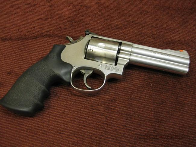 SMITH & WESSON 686 .357 MAGNUM 4-INCH 686-4 - NEAR MINT !  Guns > Pistols > Smith & Wesson Revolvers > Full Frame Revolver