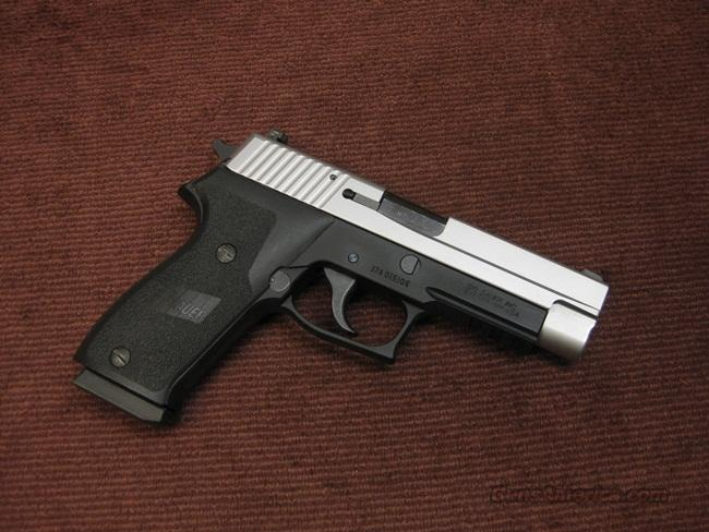 SIG SAUER P220 .45ACP - TWO-TONE - STAINLESS SLIDE - MINT  Guns > Pistols > Sig - Sauer/Sigarms Pistols > P220