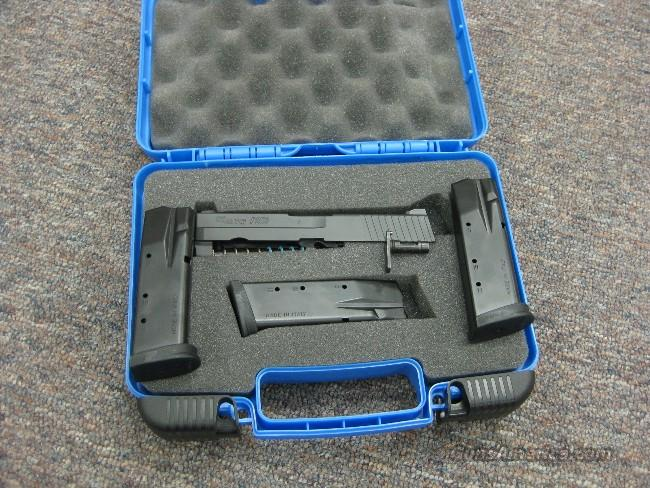 SIG P-250 .40 CAL. CONVERSION KIT - AS NEW IN BOX!  Guns > Pistols > Sig - Sauer/Sigarms Pistols > P250