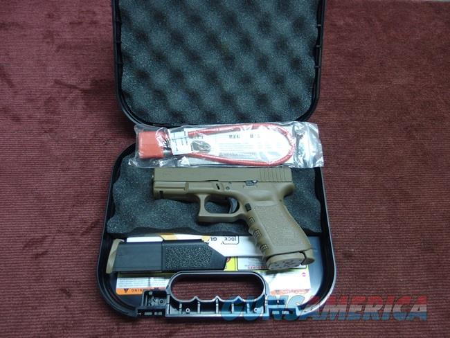 GLOCK 19 9MM - FULL DARK EARTH - TRIJICON NIGHT SIGHTS - TWO 15-ROUND MAGS - AS NEW IN BOX  Guns > Pistols > Glock Pistols > 19