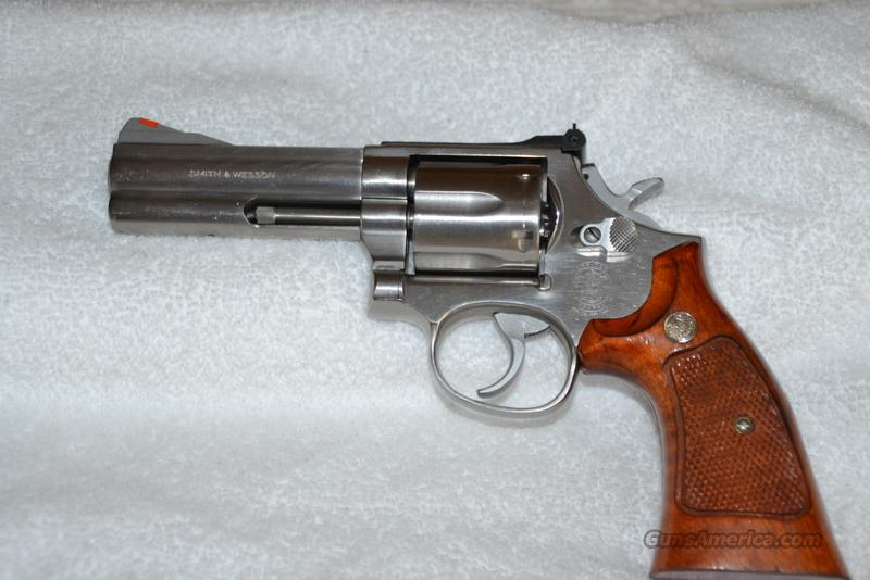 Smith & Wesson Model 686 Distinguished Combat Magnum  Guns > Pistols > Smith & Wesson Revolvers > Full Frame Revolver