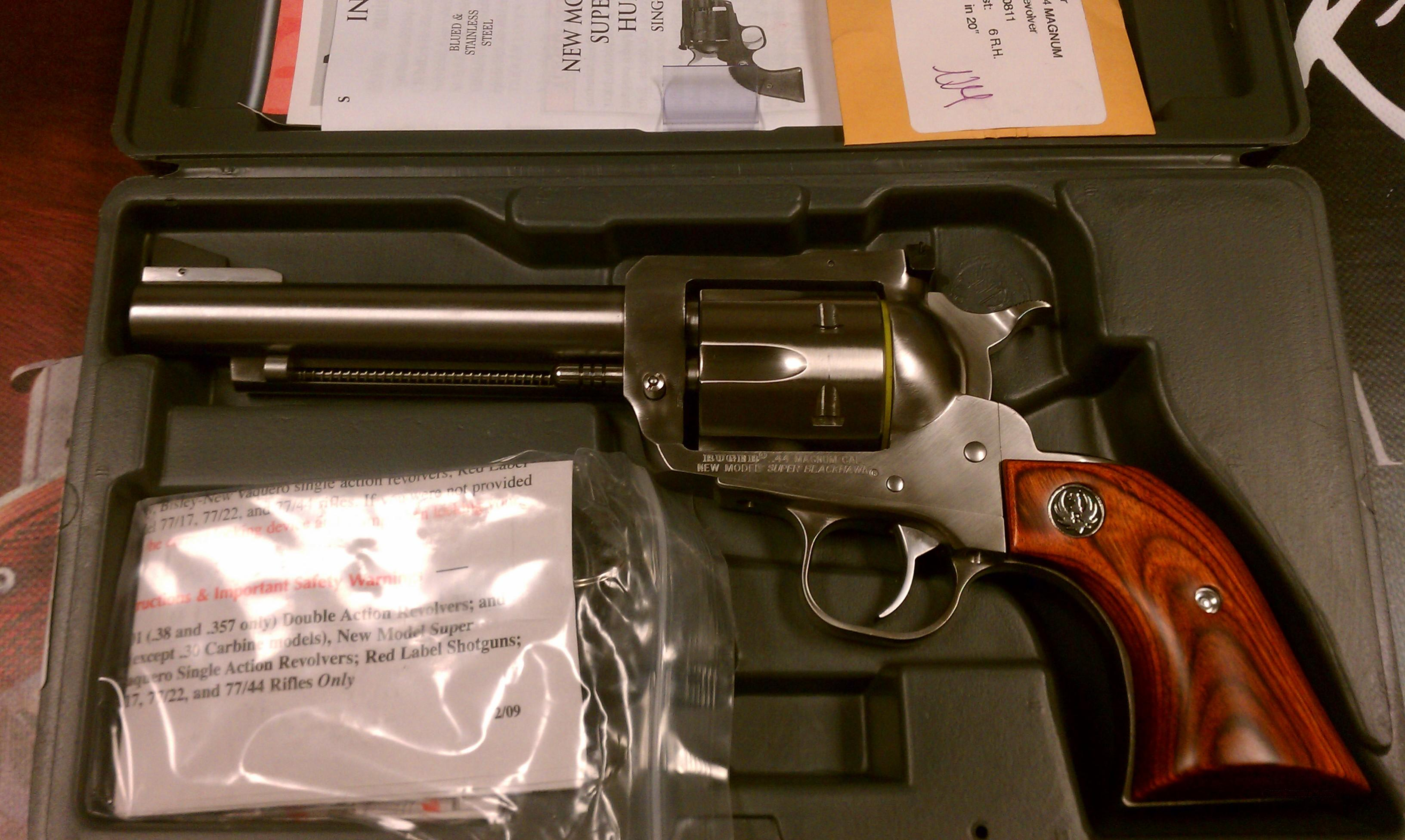 Ruger Super Blackhawk 44mag 5.5SS  Guns > Pistols > Ruger Single Action Revolvers > Blackhawk Type
