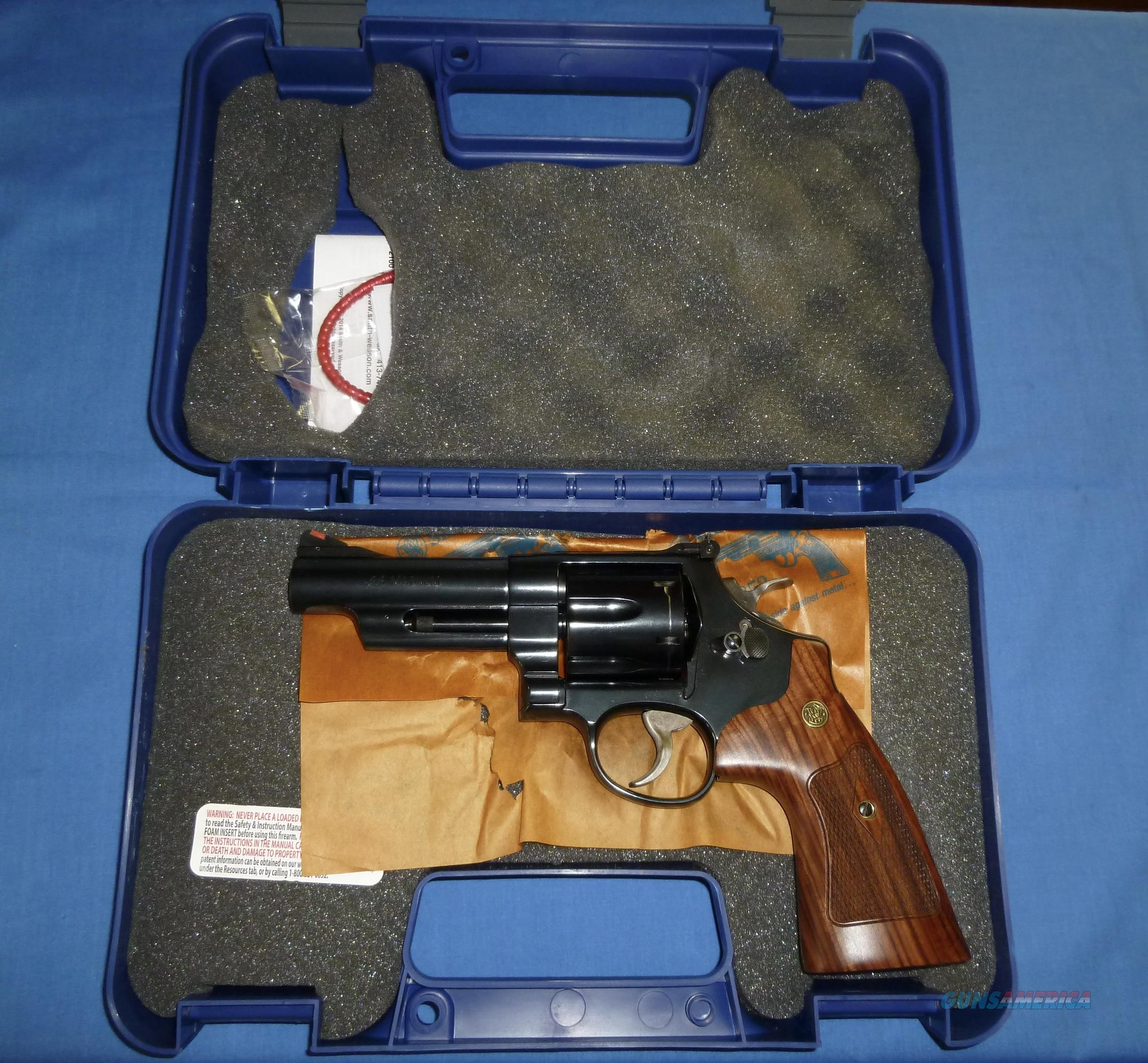 CLEARANCE PRICED!   SMITH & WESSON MODEL 29 CLASSIC 44 MAGNUM REVOLVER  Guns > Pistols > Smith & Wesson Revolvers > Model 629