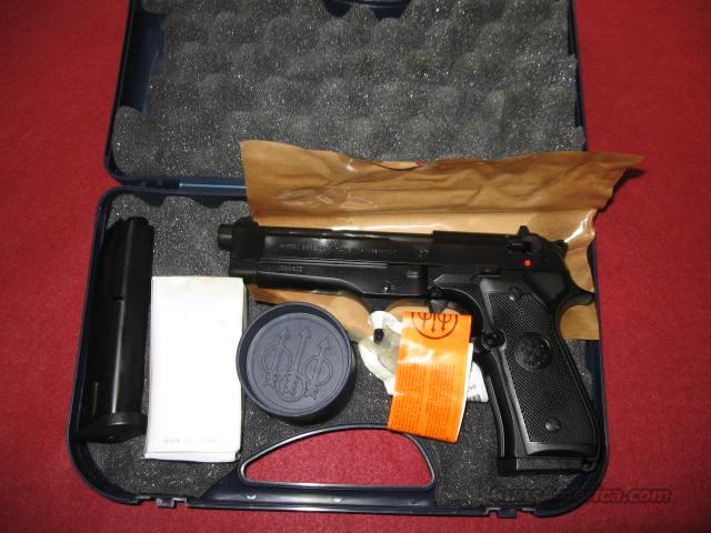 Beretta Model 92 FS 9mm Pistol -- Made in Italy  Guns > Pistols > Beretta Pistols > Model 92 Series