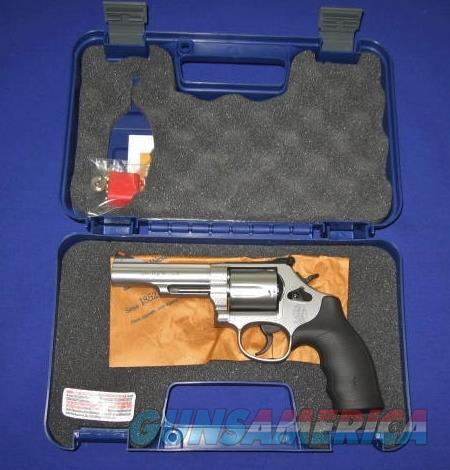 Smith and Wesson Model 69 44 Magnum Revolver.   Guns > Pistols > Smith & Wesson Revolvers > Full Frame Revolver