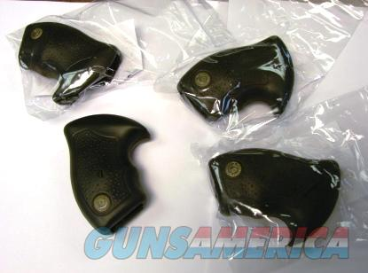 Taurus Small Revolver Rubber Factory Combat Grip J Round Butt Type with Screw 520880  Non-Guns > Gun Parts > Grips > Other