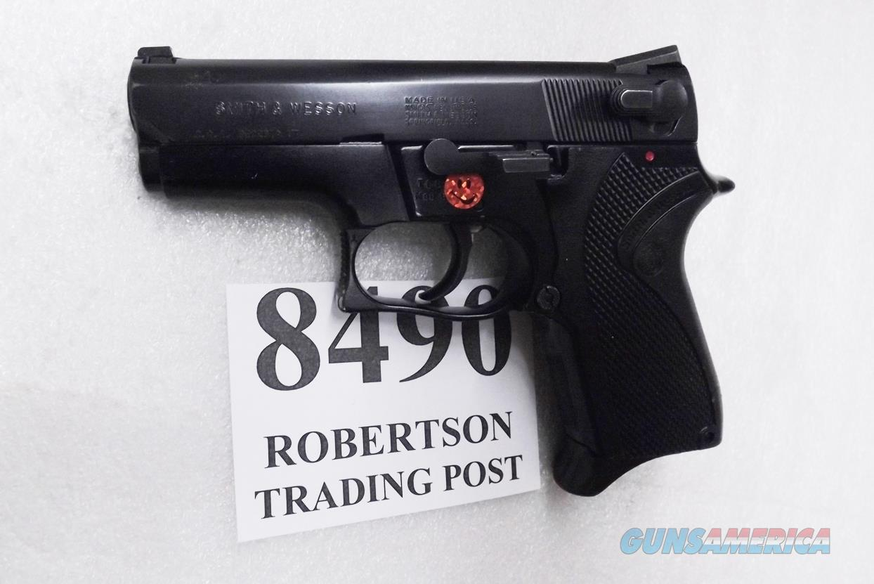 Smith & Wesson 9mm model 6904 Lightweight Very Good to Excellent Condition 1989 Production 2nd Year 13 Shot Compact 3 Dot 3 Safeties 1 Magazine 103106 S&W   Guns > Pistols > Smith & Wesson Pistols - Autos > Alloy Frame