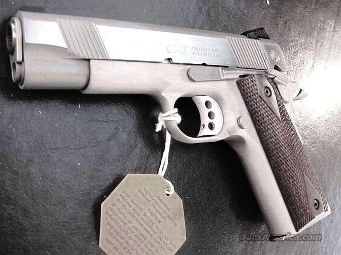 Colt .45 ACP Lightweight Combat Commander Stainless NIB XSE O Series 4 1/4 inch 45 Automatic O4860XSE 04860   Guns > Pistols > Colt Automatic Pistols (1911 & Var)