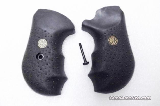 Rossi Factory Grips for model R461 R462 Revolvers Combat Finger Groove with Screw and Logo Medallions New Unissued 352 461 462 .38 Spl .357 Magnum  Non-Guns > Gun Parts > Grips > Other