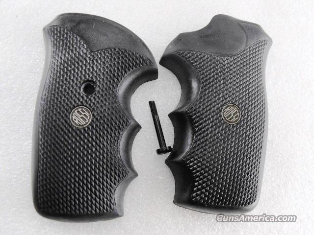 Rossi Revolver Grips Factory Rubber Combat with Logos Medallions Current Production Rossis incl. Models 68 88 351 352 461 462 851 971 972  Non-Guns > Gun Parts > Grips > Other