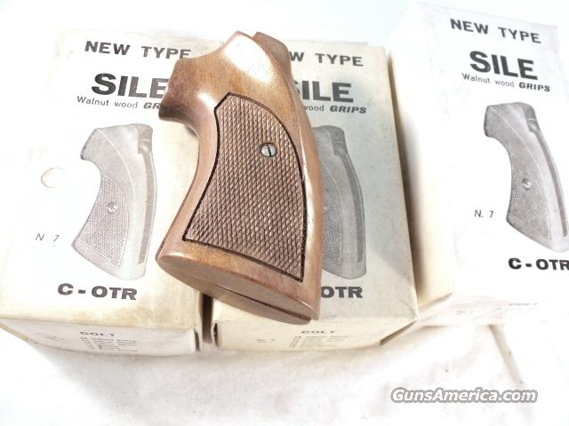 Grips Colt Python Walnut Target Sile 1970s NIB I Frame Official Police Old Model Trooper no MK III, V or VII  Non-Guns > Gun Parts > Grips > Other