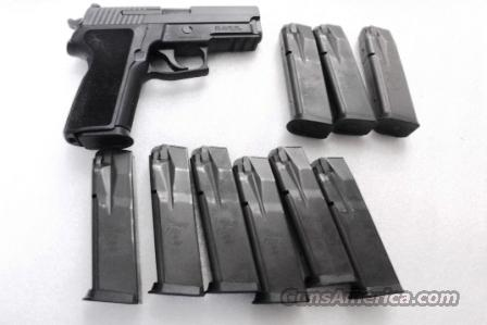 Lots of 3 or more Sig Sauer .40 S&W P226 Factory 12 Shot Magazines VG LE Marked ca. 2002 $26 per on 3 or more 2264312  Non-Guns > Magazines & Clips > Pistol Magazines > Sig