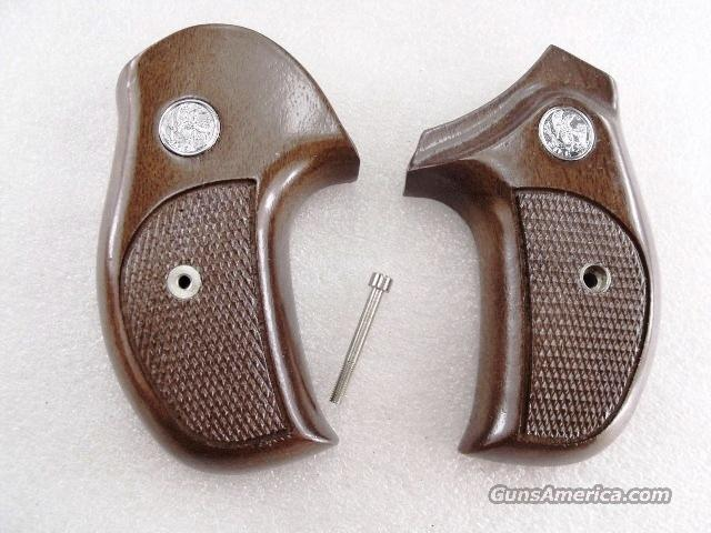 Grips S&W J Round Combat Sile Walnut Banana 1980s Production As New Smith & Wesson J or M Frame Round Butt Models 34 36 37 38 40 42 637 638 640 642 317 651  Non-Guns > Gun Parts > Grips > Smith & Wesson