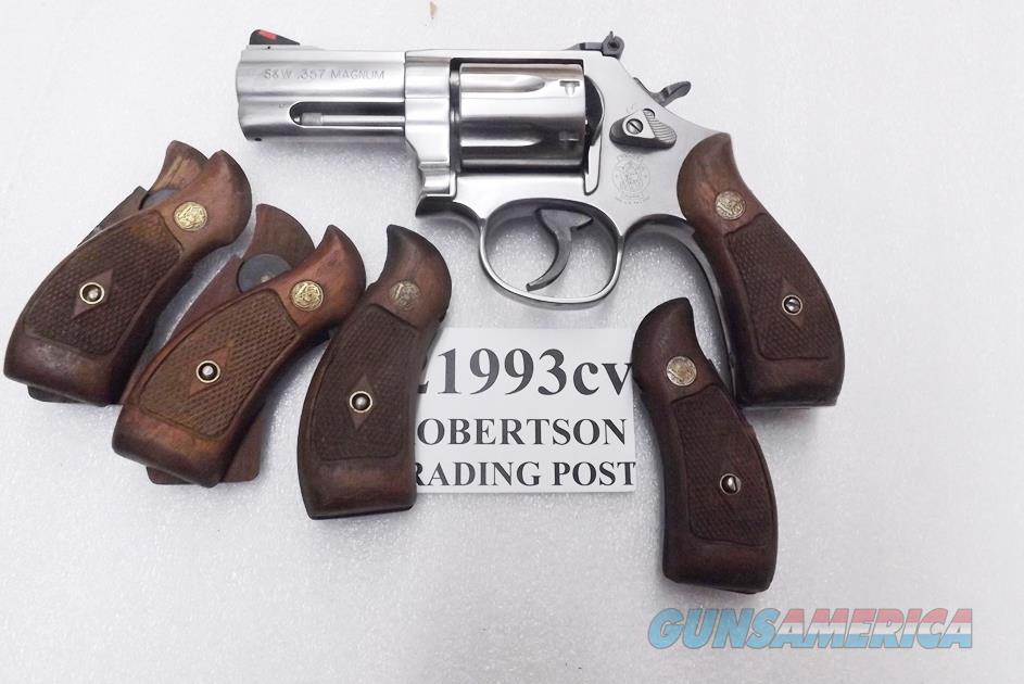 S&W K or L Frame Round Butt Factory Magna Service Walnut Revolver Grips 1962 Production for Smith & Wesson models 10 19 64 65 66 686 Very Good Condition 21993 type   Non-Guns > Gun Parts > Grips > Smith & Wesson