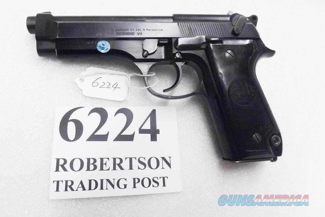 Beretta 9mm model 92S Italy Military Police Italian Carabinieri VG+ Finish but Etchy Bore Grooves JS92F300M type / ancestor c1978 w1 15 round Magazine Factory Gloss Anodized Frame, Blue Barrel & Slide +GBE  Guns > Pistols > Beretta Pistols > Model 92 Series