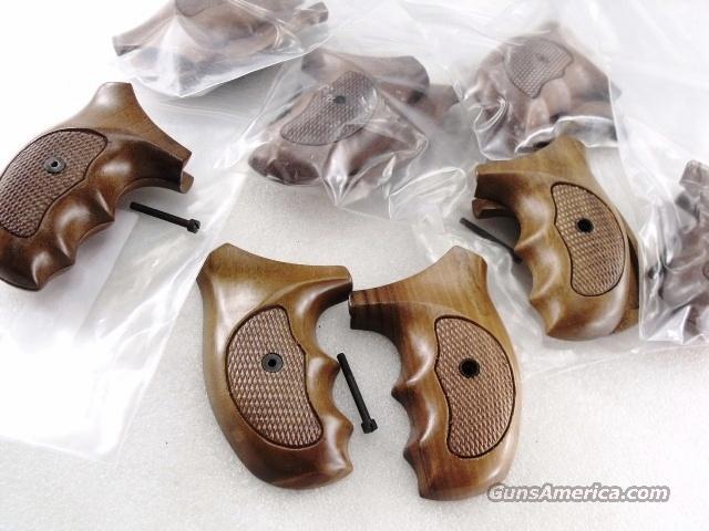 Smith & Wesson J Round Revolver Grips Sile Combat 1970s GRsilJC Finger Groove Italian Walnut New Old Stock Models 34 36 37 38 40 42 60 637 638 640 317 651  Non-Guns > Gunstocks, Grips & Wood