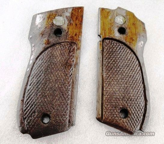 Grips S&W 39-2 Factory Walnut 1970s model 39 439 639 Smith & Wesson  Non-Guns > Gun Parts > Grips > Smith & Wesson