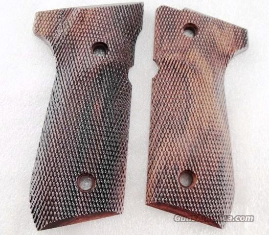 Grips Beretta 92F / FS Herretts Checkered Cocobolo 92F 92FS Berettas New with Inconspicuous Blemish  Non-Guns > Gun Parts > Grips > Other