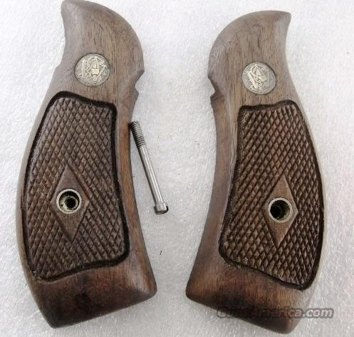 Smith & Wesson Grips K Round Magna Diamond 1962 Walnut Fits K or L Frame Round Butt Revolvers factory S&W   Non-Guns > Gun Parts > Grips > Smith & Wesson