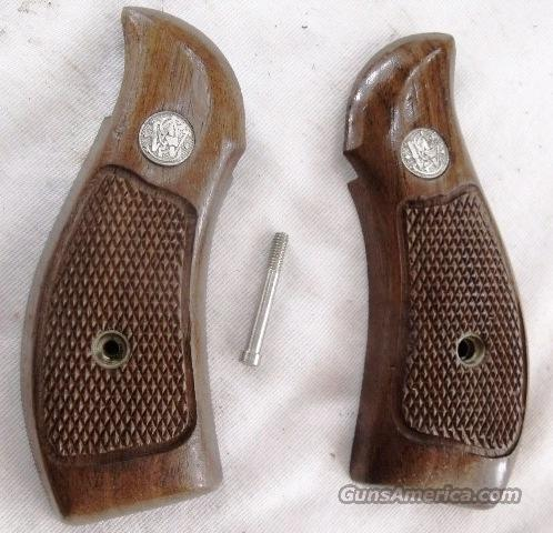 Smith & Wesson Grips K L Round Butt Factory Magna Service Goncalo GR0818  Non-Guns > Gun Parts > Grips > Smith & Wesson