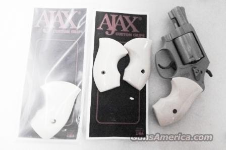 Smith & Wesson J Round Butt Revolver Boot Grips Ajax Imitation Ivory GR22BIP Chief's Special Centennial MP340 360 New Old Stock J Frame  Non-Guns > Gunstocks, Grips & Wood