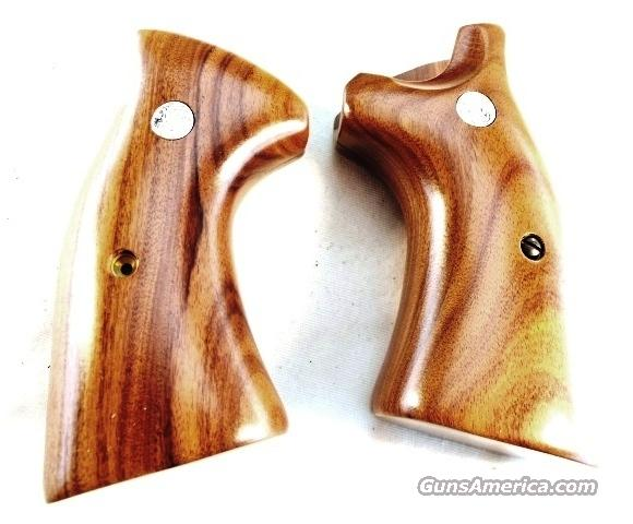 Grips S&W K or L Square Butt Smooth Target New Factory Brown Laminate with Logos Smith & Wesson Models 10 13 14 15 17 18 19 64 65 66 581 586 681 686   Non-Guns > Gun Parts > Stocks > Wooden