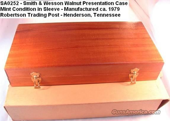 Box S&W Walnut Pres Case 8 3/8 1970s Near Mint in Sleeve  Non-Guns > Gun Cases