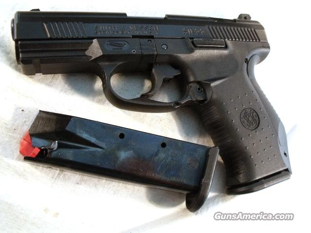 S&W .40 model SW99 VG Adjustable Sights 2 Mags 13 Shot  Guns > Pistols > Smith & Wesson Pistols - Autos > Polymer Frame