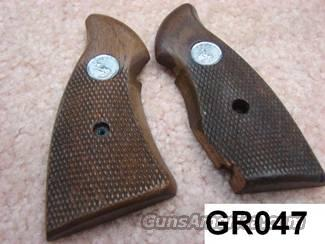 Grips: Colt Trooper III RH Panel Only Walnut VG Cond 1970s  Non-Guns > Gun Parts > Grips > Other