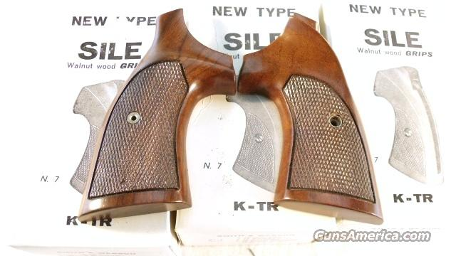 Grips S&W K or L Frame Square Butt 1970s Sile Walnut Target with Thumb Rest New In Box Old Stock Models 10, 13, 14, 15, 17, 18, 19, 64, 65, 66, 67, 581, 586, 681, 686   Non-Guns > Gun Parts > Grips > Smith & Wesson