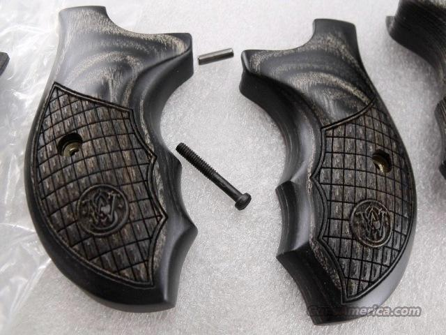 Grips Smith & Wesson Combat Laminate for J or M Frame Round Butt New Surplus from Talo Limited Edition 642  Non-Guns > Gun Parts