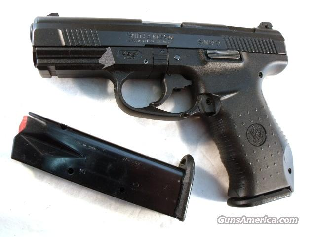 S&W .40 model SW99 VG Nevada HP 2 Mags 13 Shot  Guns > Pistols > Smith & Wesson Pistols - Autos > Polymer Frame