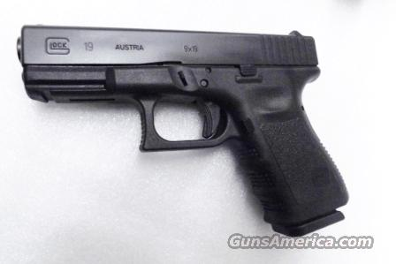 Glock model 19 Compact 9mm NIB 16 Shot 2 Magazines Third Gen with Picatinny Rail Frame Fixed Sights  Guns > Pistols > Glock Pistols > 19