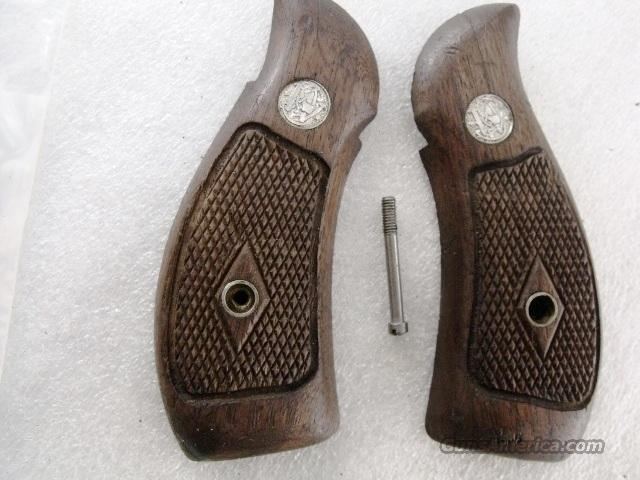 Smith & Wesson Grips K Round Magna Diamond 1962 Walnut Fits K or L Frame Round Butt Revolvers factory S&W   Non-Guns > Gunstocks, Grips & Wood