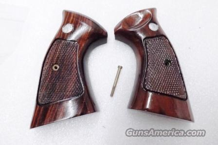 Smith & Wesson Factory K or L Frame Square Butt MISMATCHED Grips 1970s NO Speedloader Cut BLEMISH on Right Panel 10 13 15 19 64 65 66 581 586 686 Family  Non-Guns > Gun Parts > Grips > Smith & Wesson