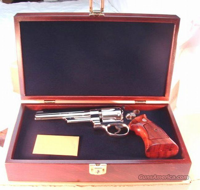 S&W Presentation Case Walnut Stained Velvet Lined 4-6 in NIB  Non-Guns > Gun Displays/Racks